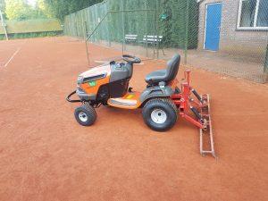 Afgeleverd aan tennisvereniging HLTC Marquette Heemskerk een Husqvarna TS 243 T V-twin